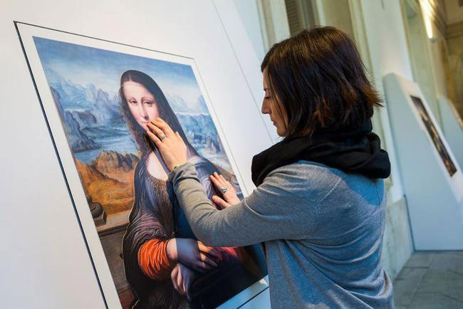 V Kazani otkrylas' vystavka kartin dlja nezrjachih