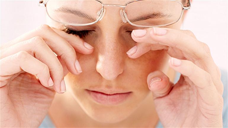 Почему болят глаза от очков?