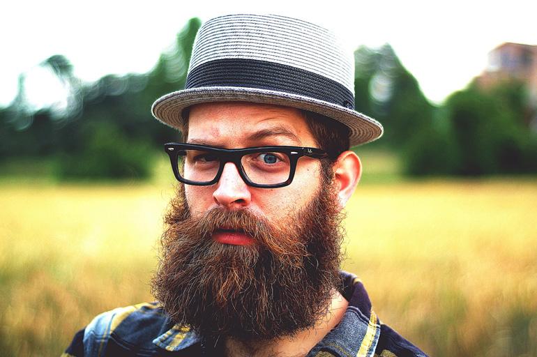 d3bcad046b20 Время, когда молодые люди стеснялись носить очки, давно прошло. Теперь этот  аксессуар становится неотъемлемой частью имиджа даже для тех, кому повезло  иметь ...