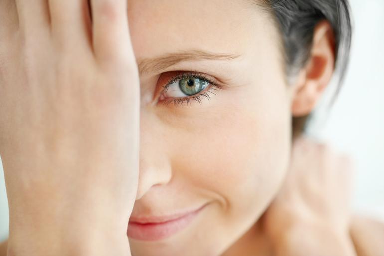 Болит глаз при моргании нижнее веко уголок глаза