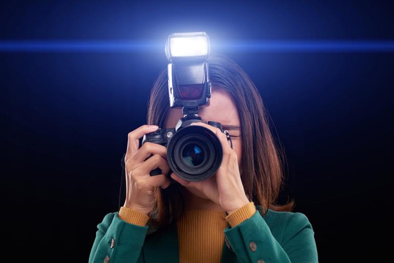 свет, который излучает вспышка фотоаппарата