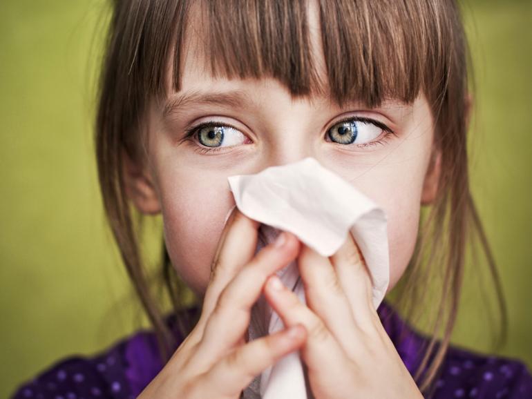возникает воспаление и отечность слизистой носа