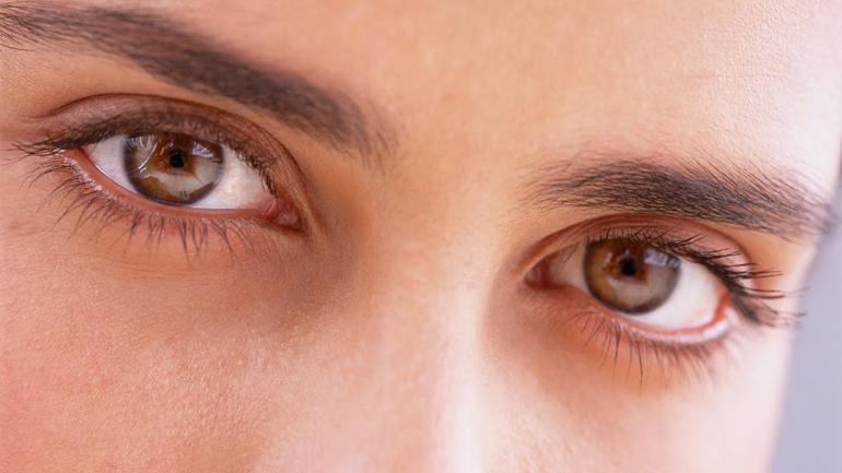 темные контактные линзы