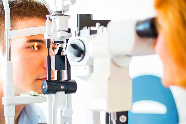 При каких нарушениях зрения рекомендуется применение аппарата