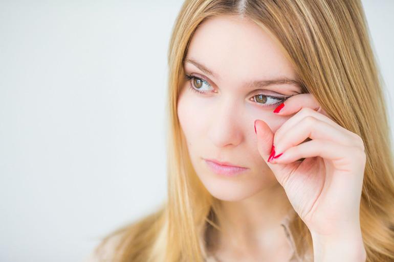щиплет в глазах от раствора