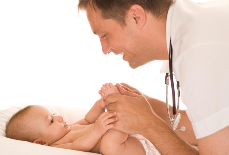 новорожденные у доктора