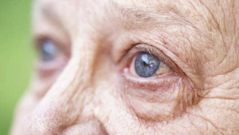 глаза пожилого человека